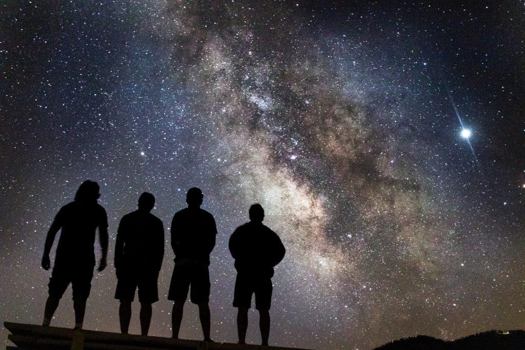 Peers looking at the Milky Way